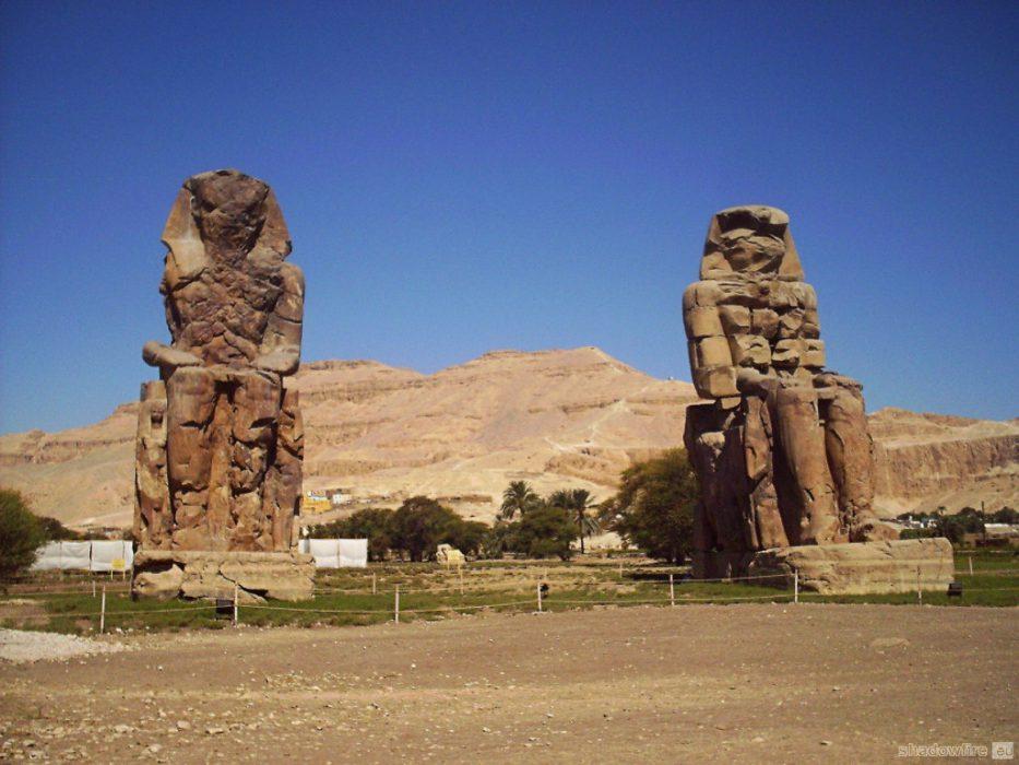 Egypt, Luxor, Colossi of Memnon, desert