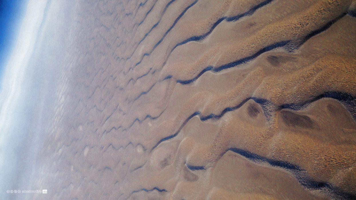China, Xinjiang, Tarim Basin, Taklamakan Desert, flight, sand dunes